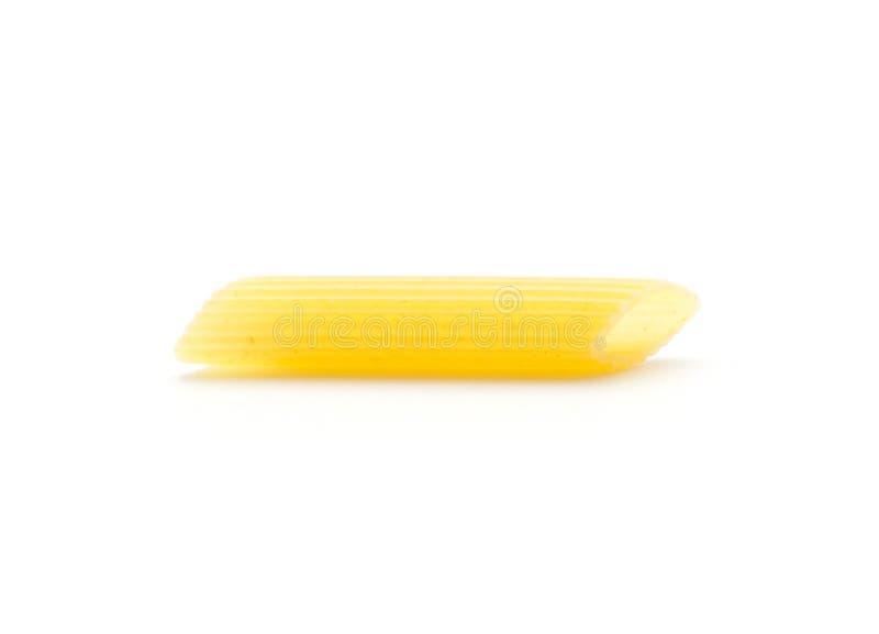 Download Surowy Penne Odizolowywający Zdjęcie Stock - Obraz złożonej z piórko, butla: 106916036