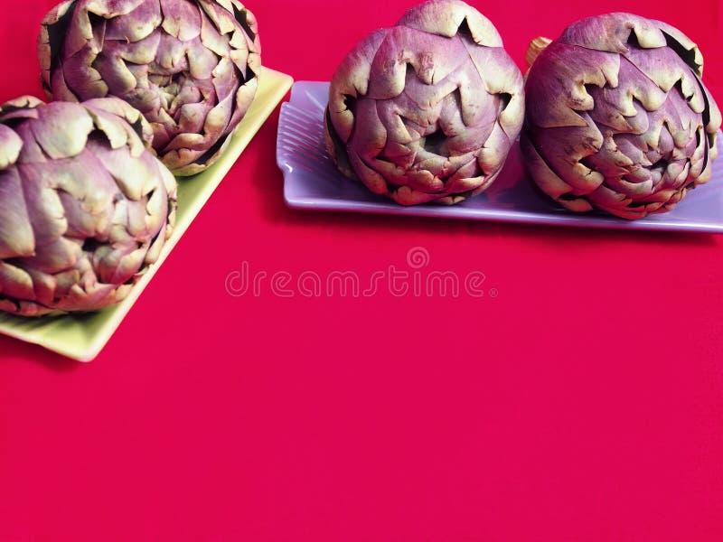 Download Surowy Purpurowy Karczochów Wciąż życie Zdjęcie Stock - Obraz złożonej z oset, życie: 53776738