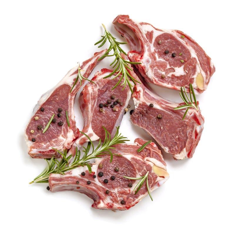 Surowych Jagnięcych Cutlets Odgórny widok z rozmarynami i Peppercorns zdjęcie stock