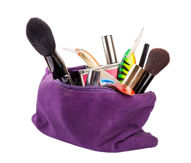 Surpreenda o saco beautican da mulher com ferramentas cosméticas e tac da pesca imagens de stock royalty free