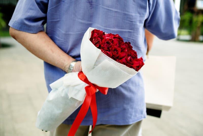 Surpresa romântica do aniversário de casamento do amor imagens de stock