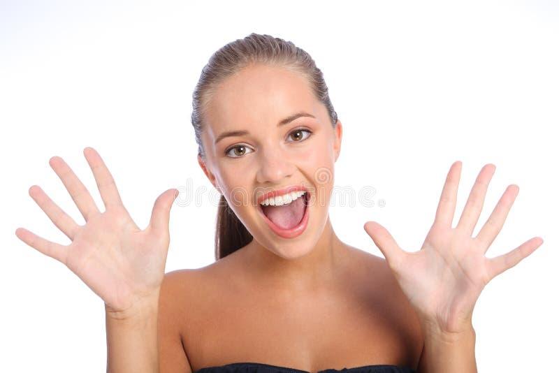 Surprise heureuse pour la fille de l'adolescence avec le beau sourire image libre de droits