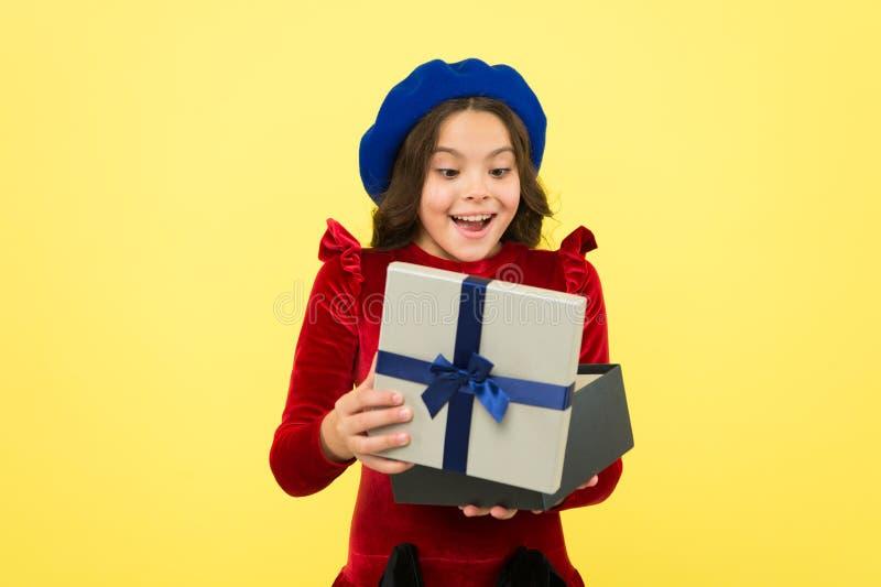 Surprise inattendue C?l?brez l'anniversaire Solution de Gifting pour tous Soin vrai de votre amour ( photos libres de droits