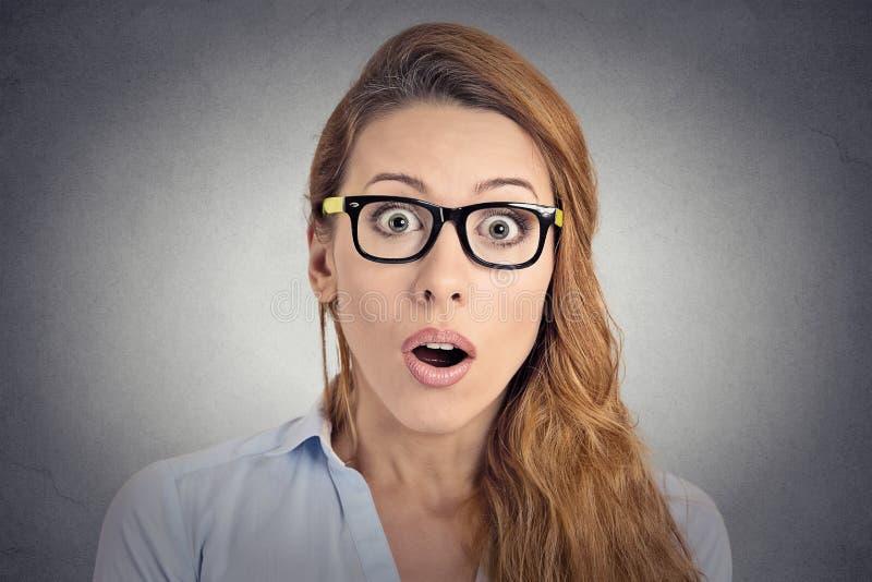 Surprised使妇女吃惊 免版税图库摄影
