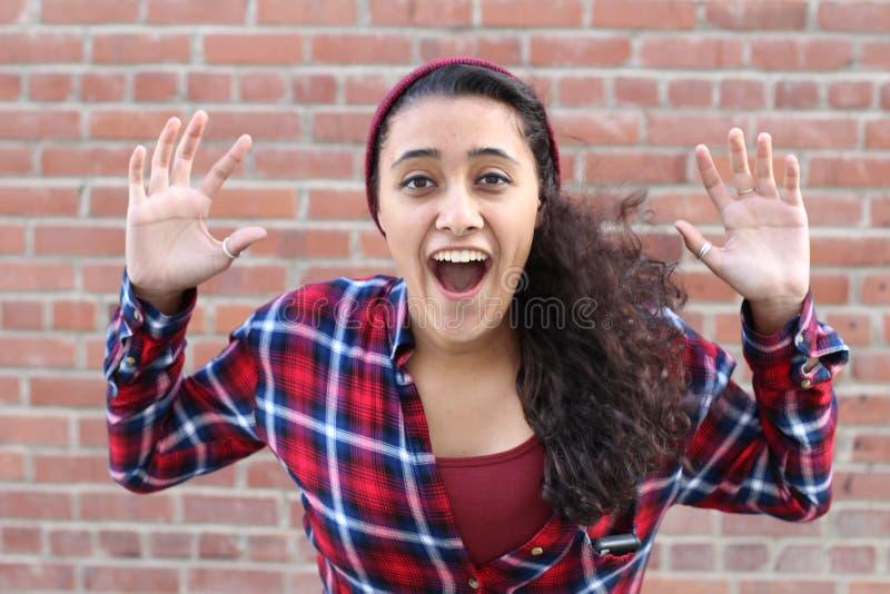 Surprised激发愉快的叫喊的妇女 快乐的女孩优胜者被冲击在赢取与滑稽的快乐的面孔表示 库存照片