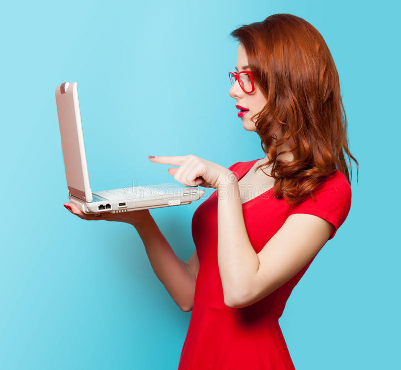 Free Surprised Redhead Girl With Laptop Stock Image - 51206401