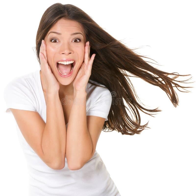 Surprised regte die glückliche schreiende lokalisierte Frau auf lizenzfreies stockbild