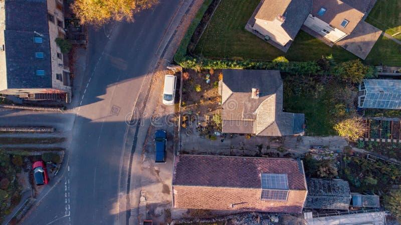 Surr som panorerar det flyg- skottet av en by i det maximala omr?det i mitt av vintern fotografering för bildbyråer