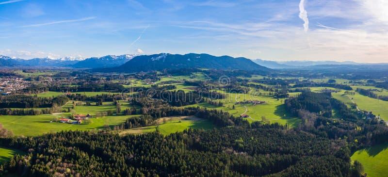 Surra skottet, Alpen Bayern nästan dålig Tölz panorama fotografering för bildbyråer
