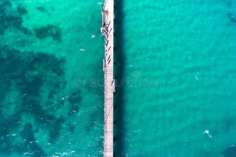 Surrbild av havet och bryggan arkivfoton