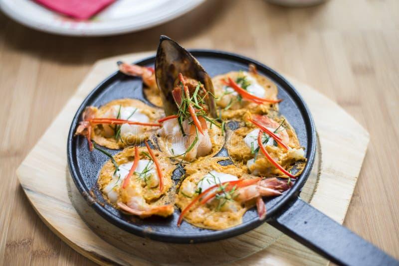 Surre o mok misturado peixes picante e da erva Ho fotografia de stock royalty free