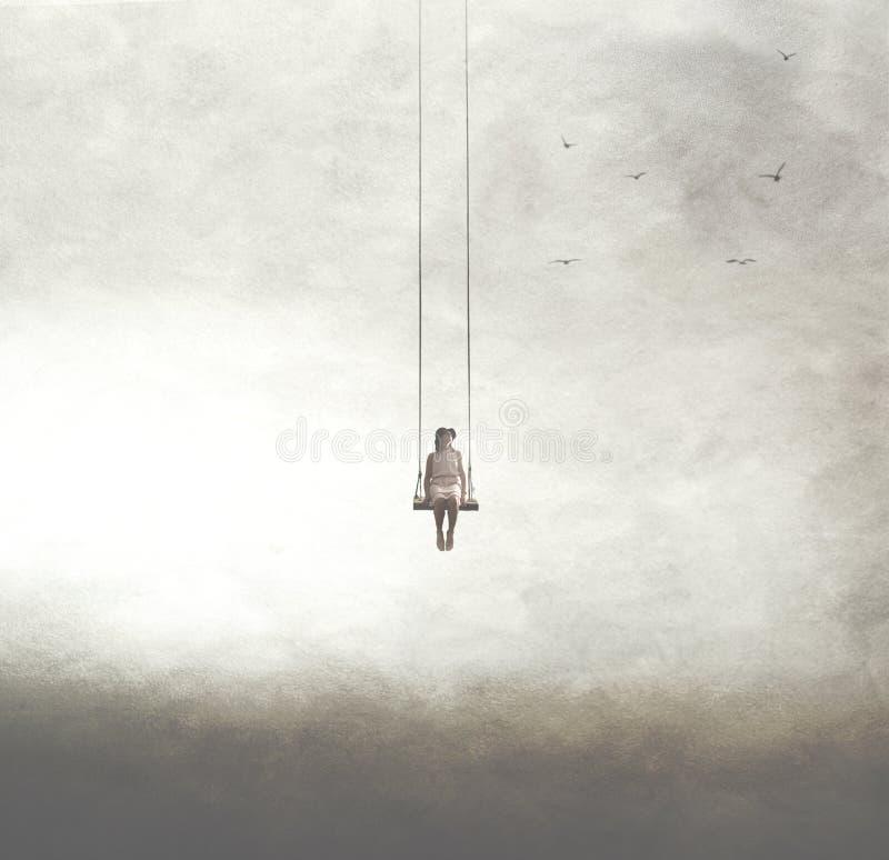 Surreal beeld van een vrouw op een schommeling in de hemel wordt opgeschort die royalty-vrije stock foto