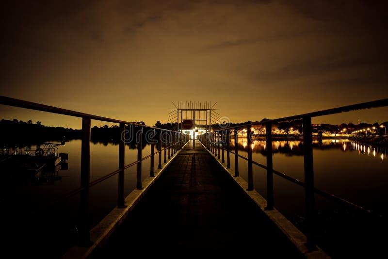Surreal nacht door het reservoir royalty-vrije stock foto