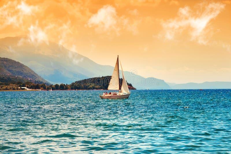 Surreales Bild von Ohrid See lizenzfreies stockbild
