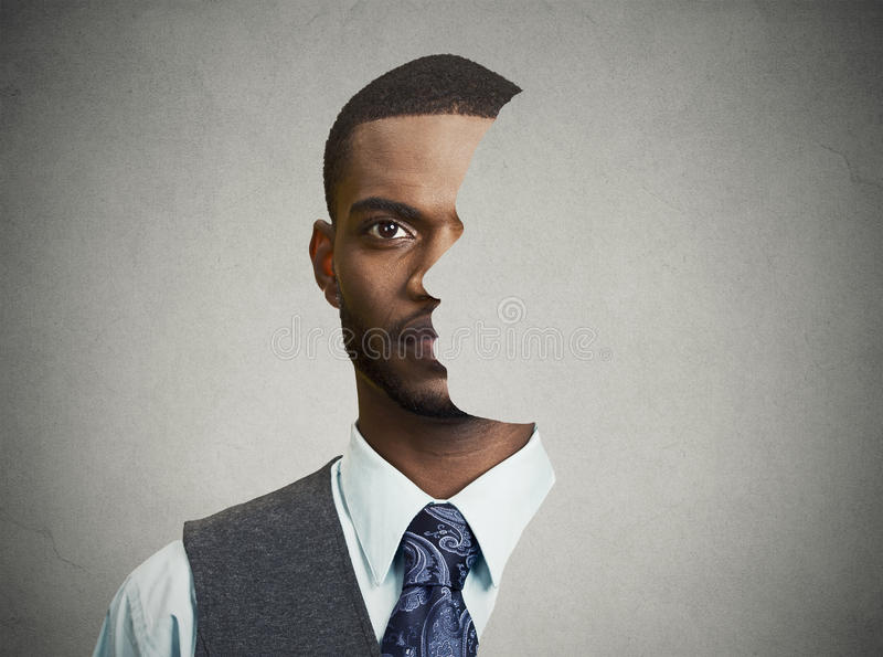 Surrealistische Porträtfront mit herausgeschnittenem Profil eines jungen Mannes stockbilder