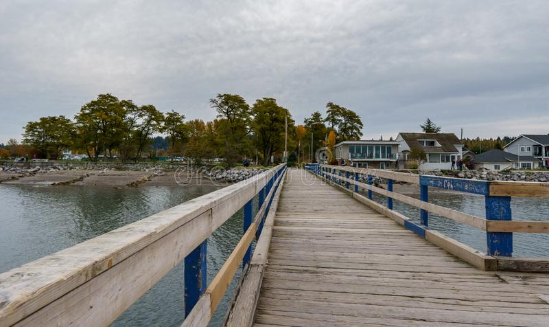 SURREY, ΚΑΝΑΔΑΣ - 27 Οκτωβρίου 2018: Ημισεληνοειδής περιοχή πάρκων οβελών Blackie αποβαθρών παραλιών στον κόλπο ορίου στοκ φωτογραφία με δικαίωμα ελεύθερης χρήσης