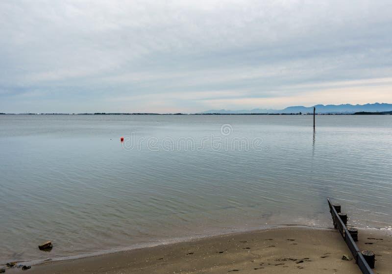 SURREY, CANADÁ - 27 de outubro de 2018: Área do parque de Blackie Spit na baía do limite fotografia de stock royalty free