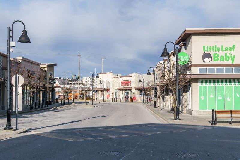 SURREY, CANADA - Februari 10, 2019: Tim Hortons-de wandelgalerij van de restaurantstrook of het winkelen plein in Sunnyside-buurt royalty-vrije stock fotografie
