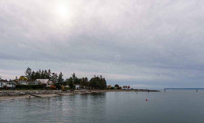 SURREY, CANADA - 27 octobre 2018 : Secteur de parc de Blackie Spit à la baie de frontière photos stock