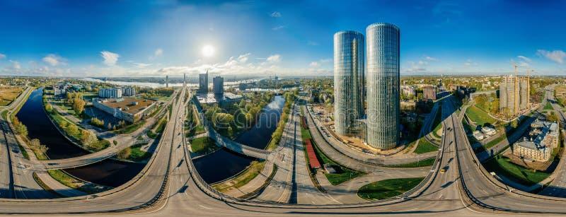 Surrplanet Hus i bilden för luft för Riga stad 360 VR för virtuell verklighet, panorama av tornen royaltyfri fotografi