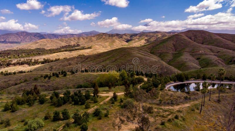 Surrsikt av Chapman Hills Looking Towards Mount San Gorgonio arkivfoto