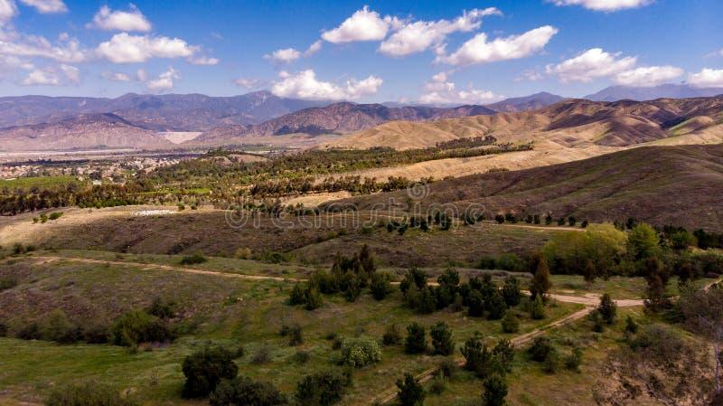 Surrsikt av Chapman Hills Looking Towards Mount San Gorgonio arkivbilder