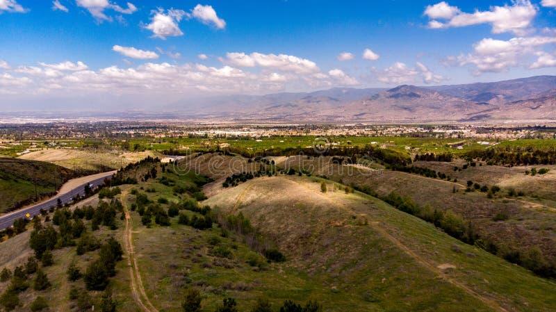 Surrsikt av Chapman Hills Looking Towards Sanen Gabriel Valley arkivbild