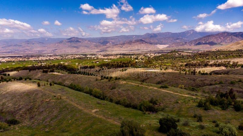 Surrsikt av Chapman Hills Looking Towards Sanen Gabriel Valley arkivbilder