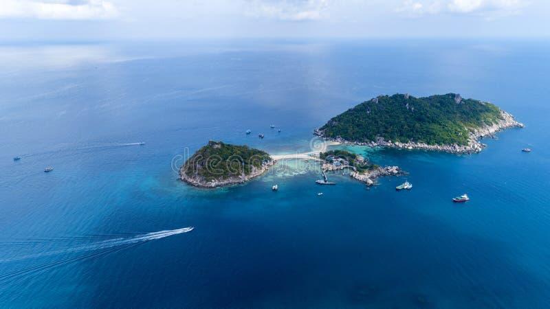 Surrskott för flyg- sikt av Koh Nang Yuan Beautiful den lilla ön i Surat Thani Thailand royaltyfri fotografi