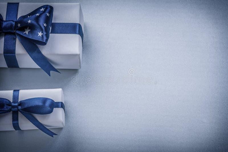 Surtido de actuales cajas en concepto azul de los días de fiesta del fondo imágenes de archivo libres de regalías