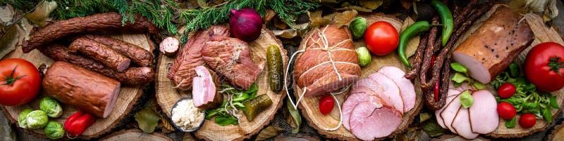 Surtido de carnes frías fotos de archivo