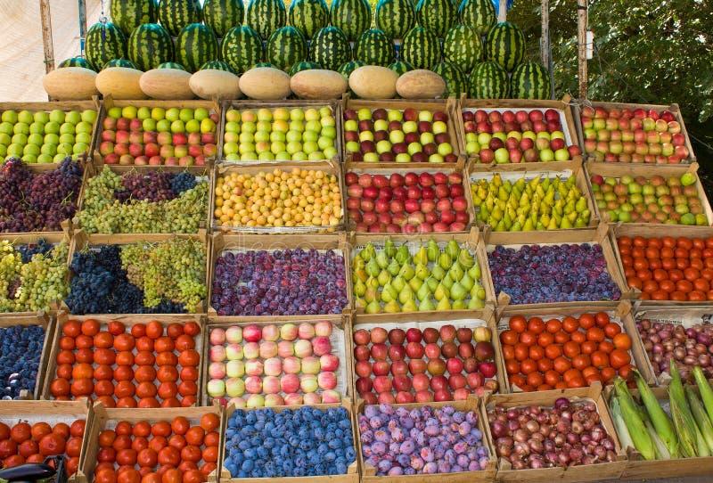 Surtido de frutas y verduras. foto de archivo