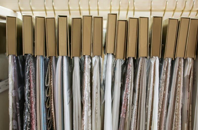 Surtido de muestras de la tela para las cortinas imagen de archivo libre de regalías