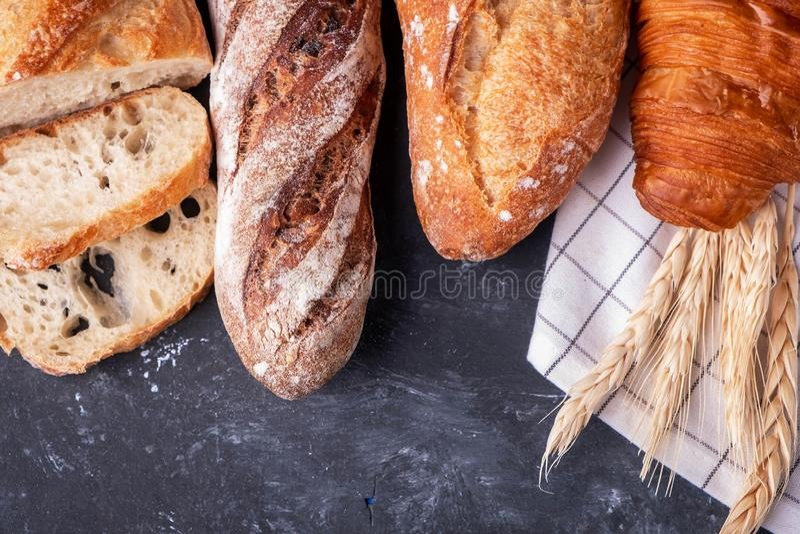 Surtido de pan fresco Pan hecho en casa sano fotos de archivo