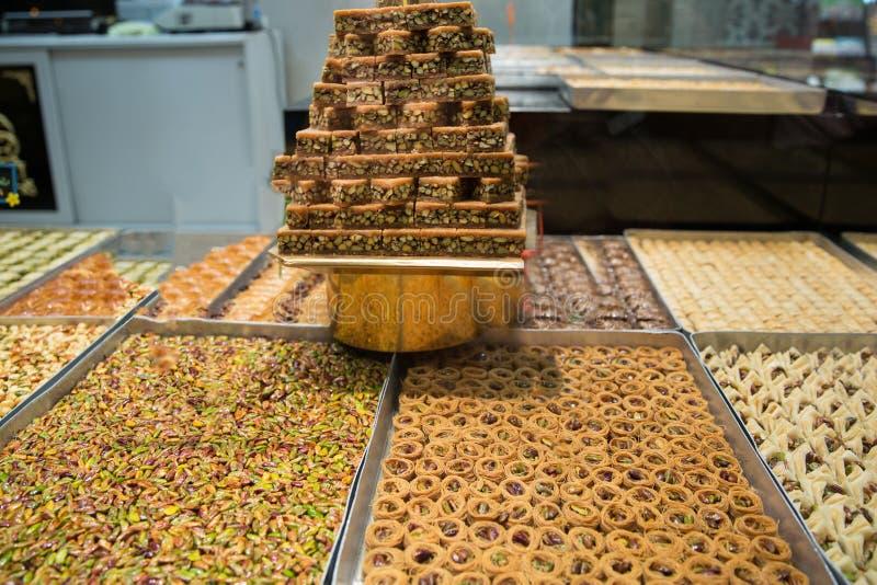 Surtido de placeres turcos Baklava con el pistacho foto de archivo