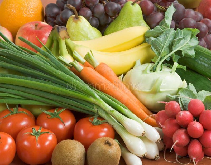 Surtido de verduras frescas y de fruta fotos de archivo