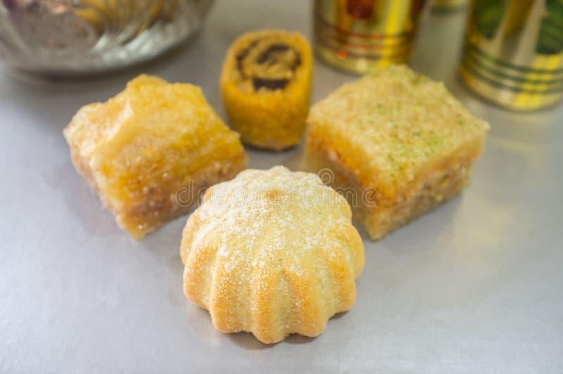 Surtido turco especial de los pasteles con el juego de té foto de archivo libre de regalías