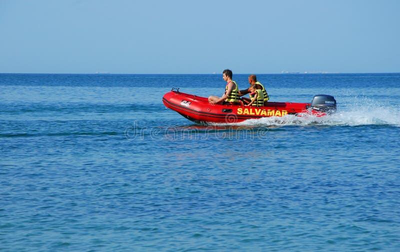 Surveyance dei bagnini in una barca al Mar Nero fotografia stock libera da diritti