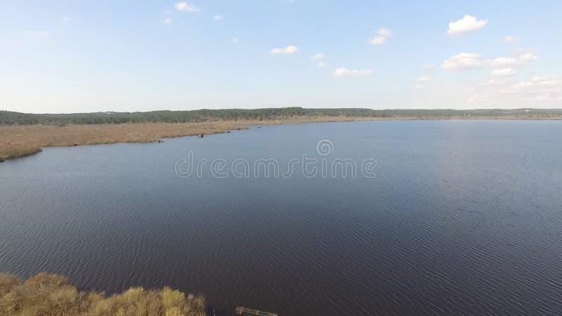 Survol d'un lac clips vidéos