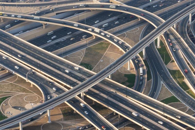 Survol et échange d'autoroute images stock