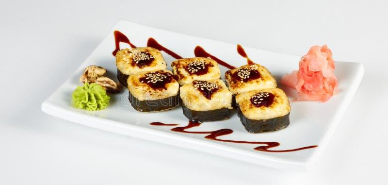 Sushi überziehen getrennt auf Weiß lizenzfreie stockbilder