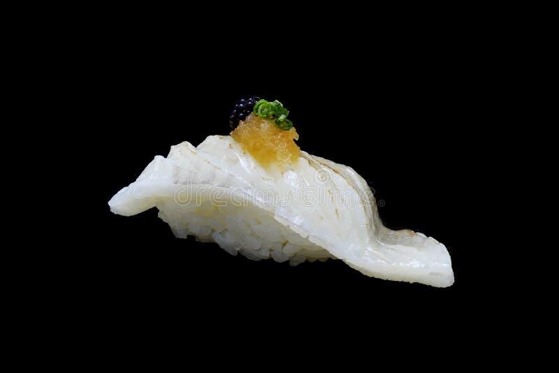 Sushi Aburi Engawa, in Brand gesetzte Plattfische auf Reisbelag mit Frühlingszwiebel und zerkleinertes daikon und Kaviar Japanisc lizenzfreie stockbilder