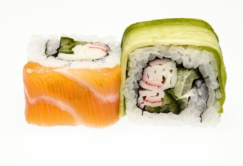 Sushi asiatici freschi isolati su fondo bianco immagini stock