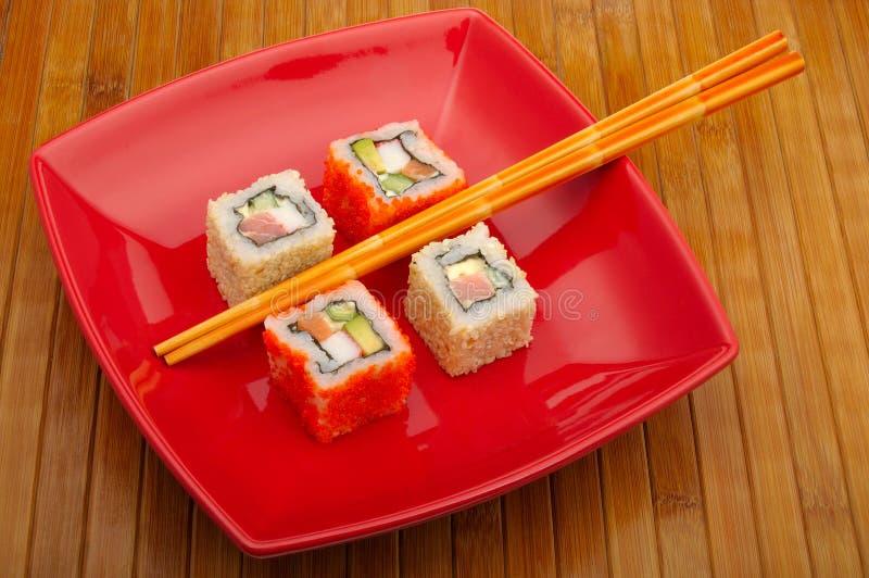 Sushi auf hölzernem Hintergrund stockbilder