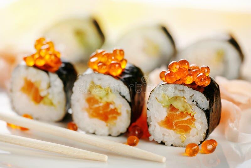 Sushi avec des saumons photographie stock libre de droits