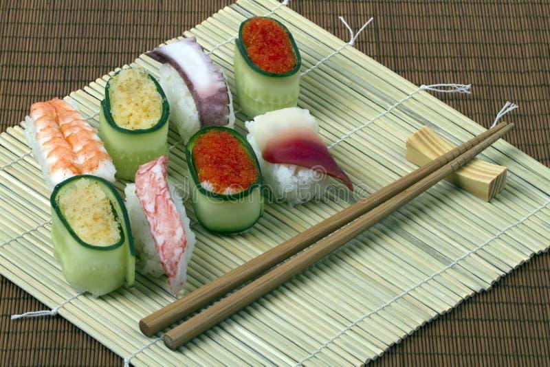 Sushi - comida de los mariscos imagen de archivo libre de regalías