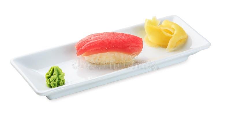 Sushi con il tonno Isolato su bianco fotografia stock