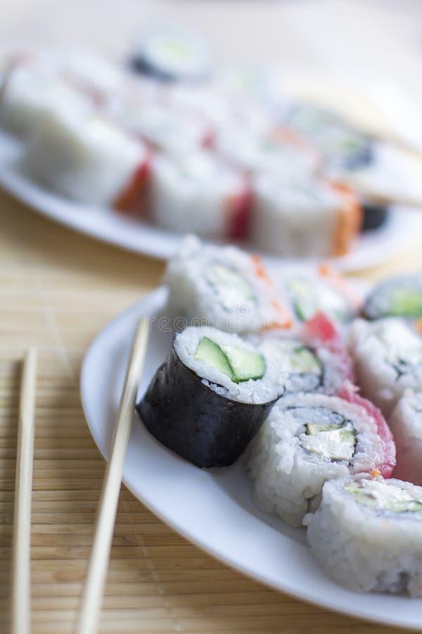 Sushi cucina nazionale giapponese sushi giapponese fresco tradizionale immagine stock