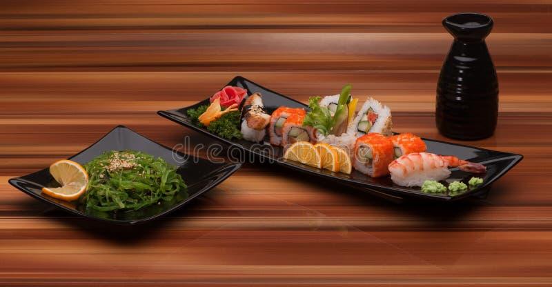 Sushi d'un plat noir photo libre de droits