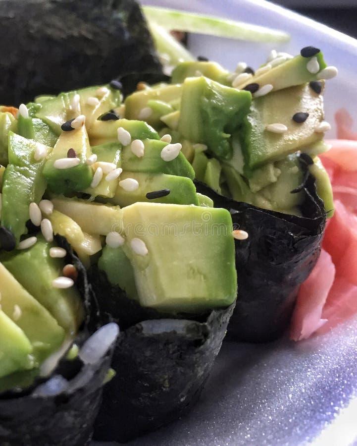 Sushi de bateau de salade photographie stock libre de droits